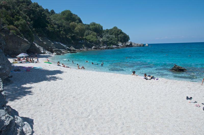 Παραλία Πλάκα | Ξενοδοχεία Δωμάτια Ξενώνες